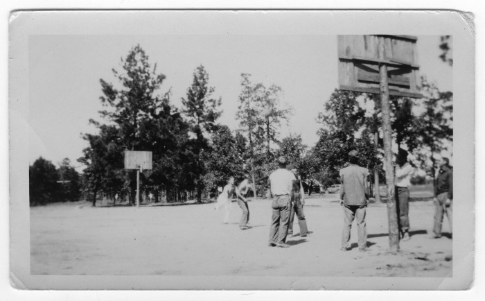 Pierwsze mecze koszykówki.