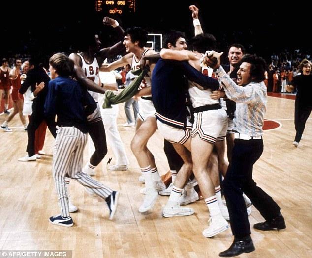 USA-ZSRR 1972 rok: przedwczesna radość koszykarzy zUSA.