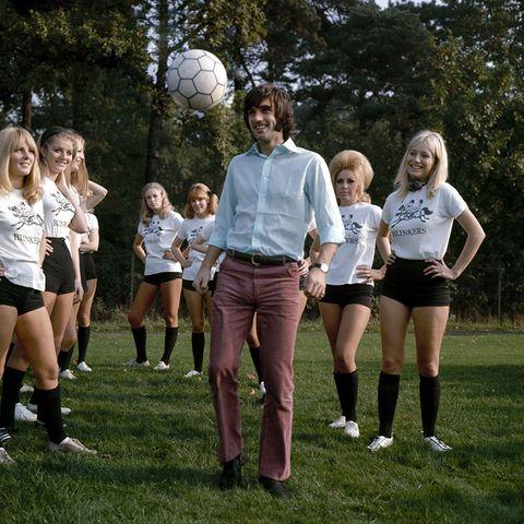 George Best - wino, kobiety iśpiew. Futbol zszedł nadrugi plan. Źródło: https://www.esquire.com/