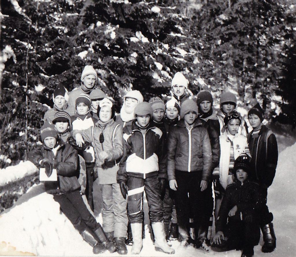 Na zimowym zgrupowaniu wKirach. Cezary Samczuk – pierwszy wlewej ugóry