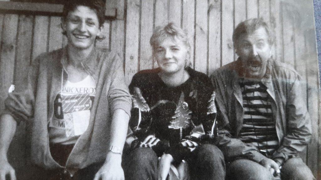 1.1989 rok - tuż powygraniu Mistrzostw Polski U18 wKielcach. Odprawej: Piotr Kitliński, Dorota Brzozowska, Marek Ambroży Kitliński