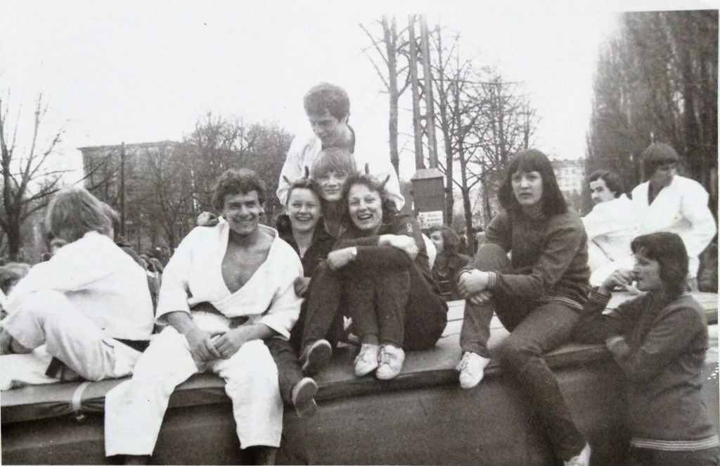 W latach 70. pochód pierwszomajowy nieominął młodego judoki