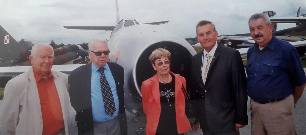 Na spotkaniu sympatyków latania – Wanda Brzyska wśrodku