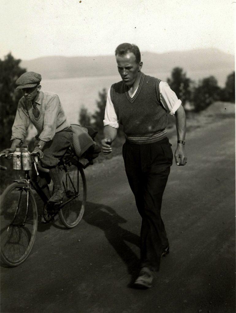 Johan Støa wtrakcie zawodów natrasie Trondheim - Oslo w1933 roku. źródło: Municipal Archives of Trondheim